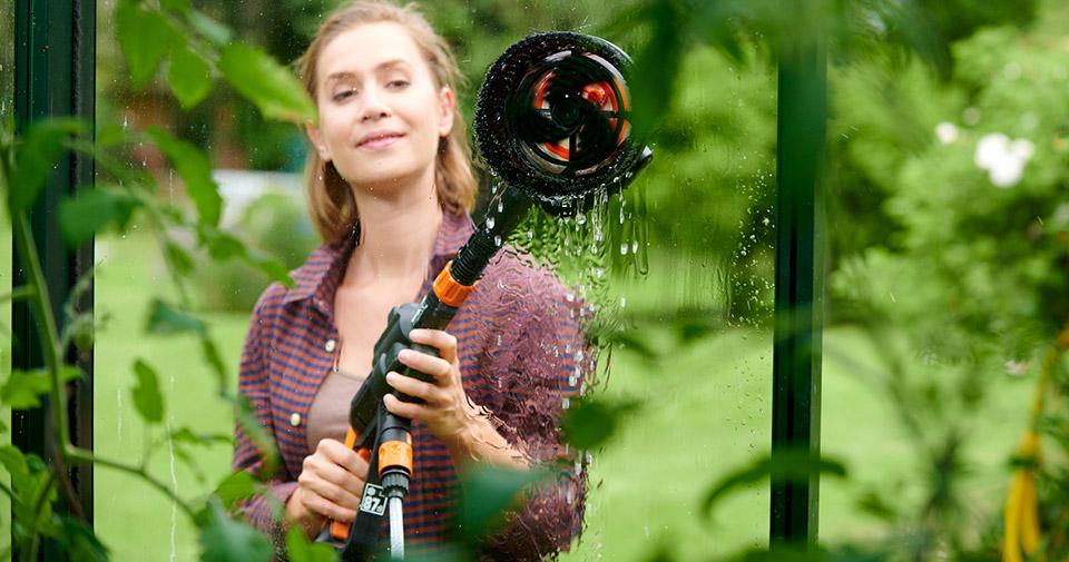Пять аккумуляторных инструментов Worx для работы в саду